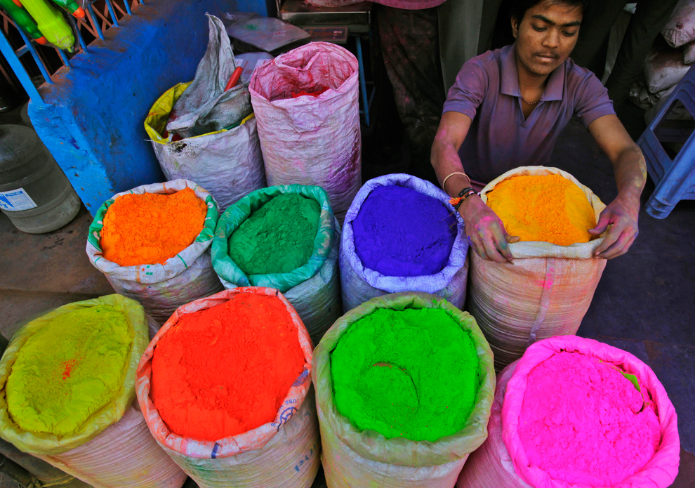Holi: Festival of Colors - Photos - The Big Picture ... | 990 x 695 jpeg 718kB