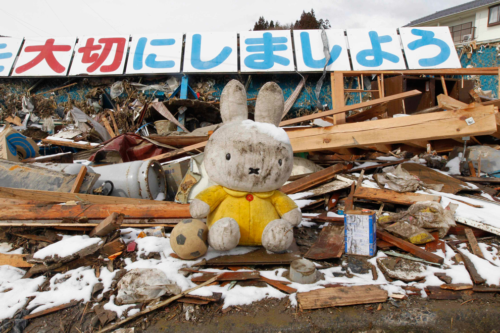 Japan: Hopes fade for finding more survivors - Photos ...