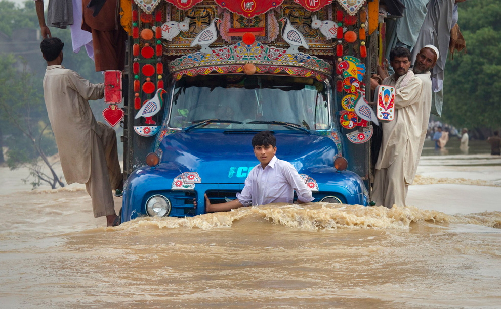 ae1f82d88 Severe flooding in Pakistan - Photos - The Big Picture - Boston.com
