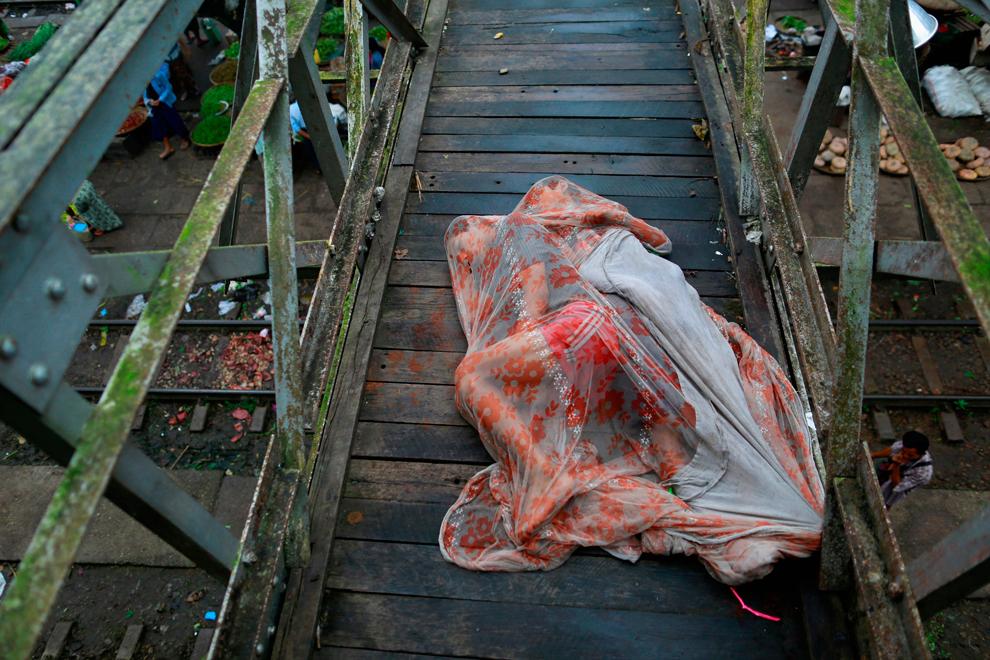 Pakistani girls on stairs sleeping pics